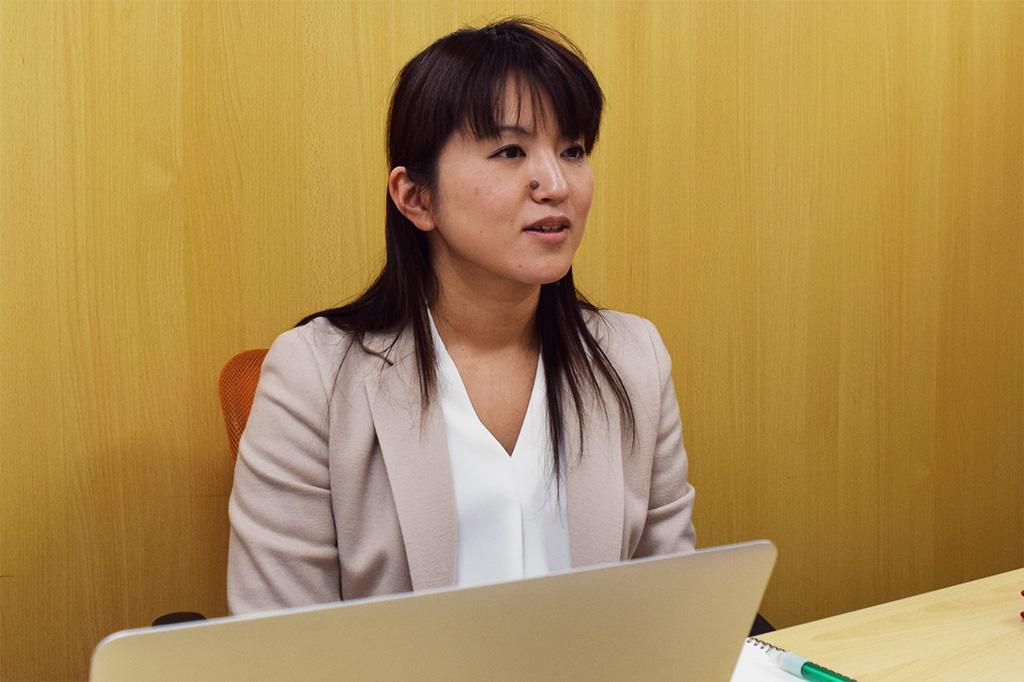 インタビューに応じる村田早耶香様